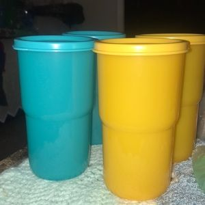 Tupperware cups set of 4💛💙